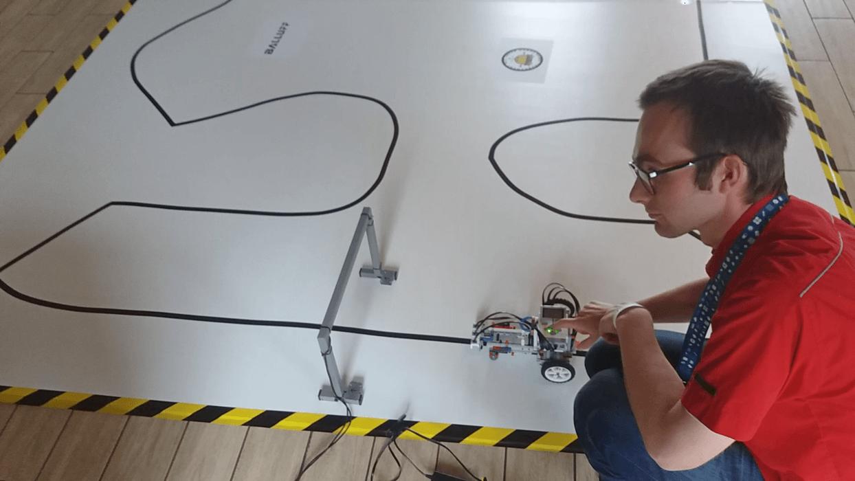 Robot Lego z Wydziału Mechancznego - I miejsce na zawodach Robotów Mobilnych JURABOT Krasiejów 2018