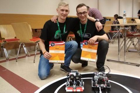 Studenci Wydziału Mechanicznego PB Józef Szymelewicz oraz Łukasz Daniłowicz na V edycji międzynarodowych zawodów ROBO~Motion