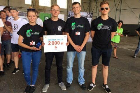 Droniada - zwycięska drużyna z Wydzialu Mechanicznego PB